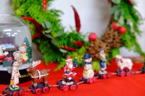 クリスマス・リースを飾る_c0113928_15081589.jpg