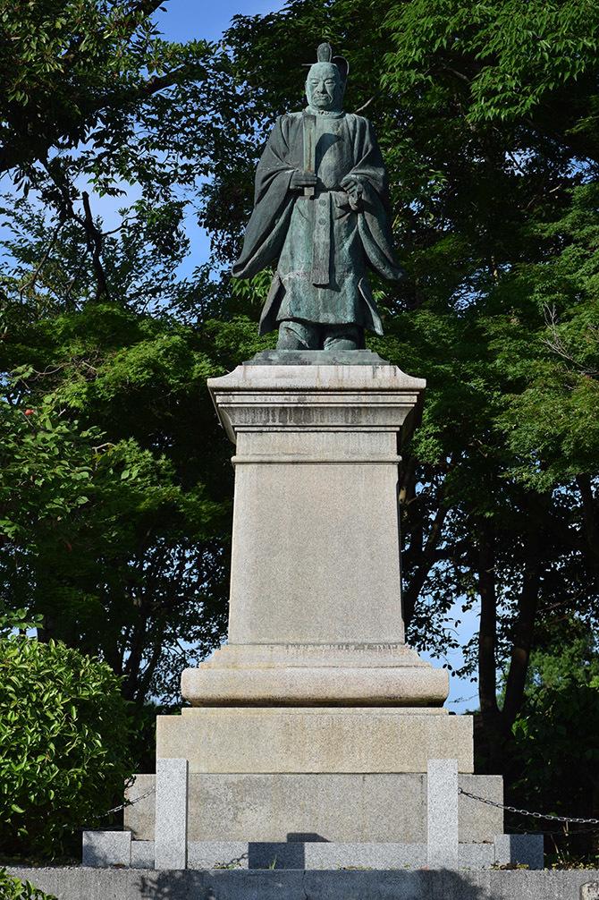 国宝・彦根城を歩く。 その9 <井伊直弼像、歌碑>_e0158128_19550973.jpg