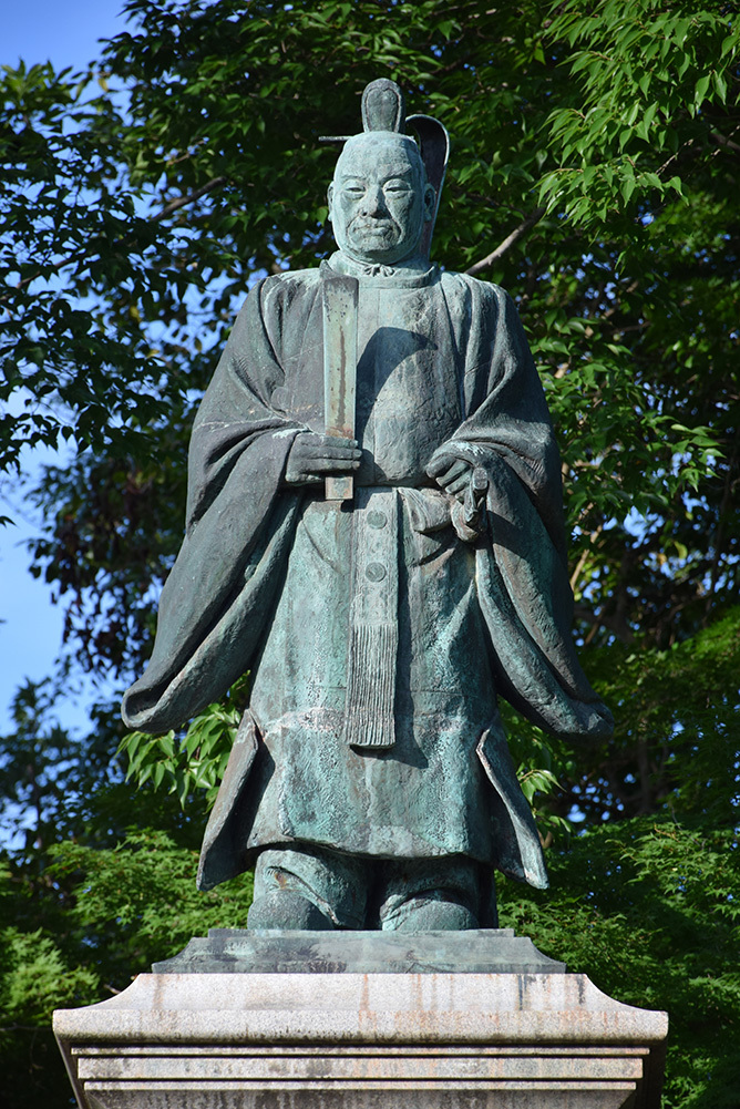 国宝・彦根城を歩く。 その9 <井伊直弼像、歌碑>_e0158128_19551240.jpg