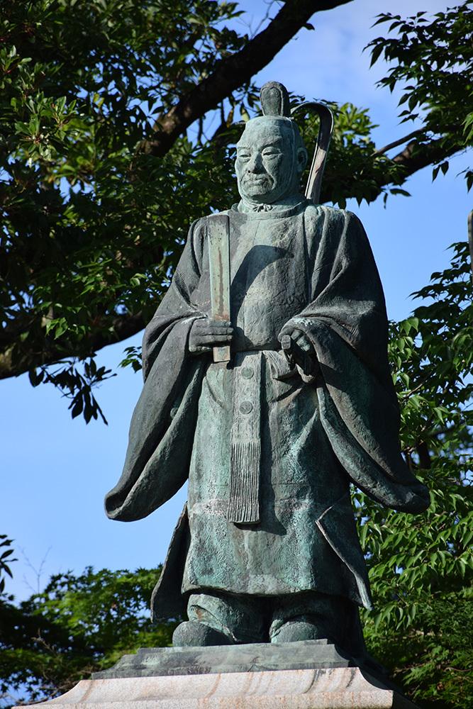 国宝・彦根城を歩く。 その9 <井伊直弼像、歌碑>_e0158128_19551625.jpg