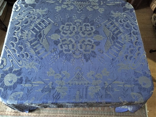 ブルー織模様のテーブルクロス、またはベッドカバー316_f0112550_03053348.jpg