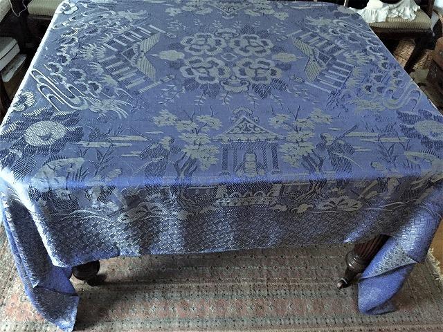 ブルー織模様のテーブルクロス、またはベッドカバー316_f0112550_03053359.jpg