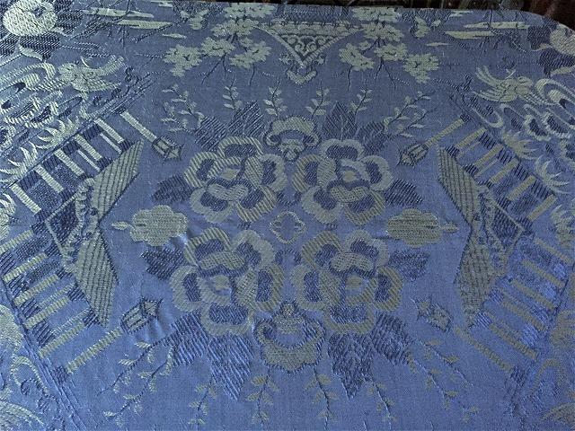 ブルー織模様のテーブルクロス、またはベッドカバー316_f0112550_03053368.jpg