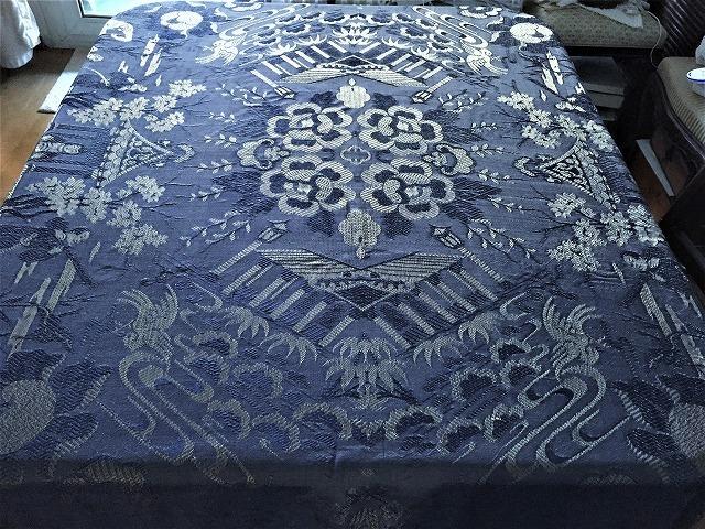 ブルー織模様のテーブルクロス、またはベッドカバー316_f0112550_03053375.jpg