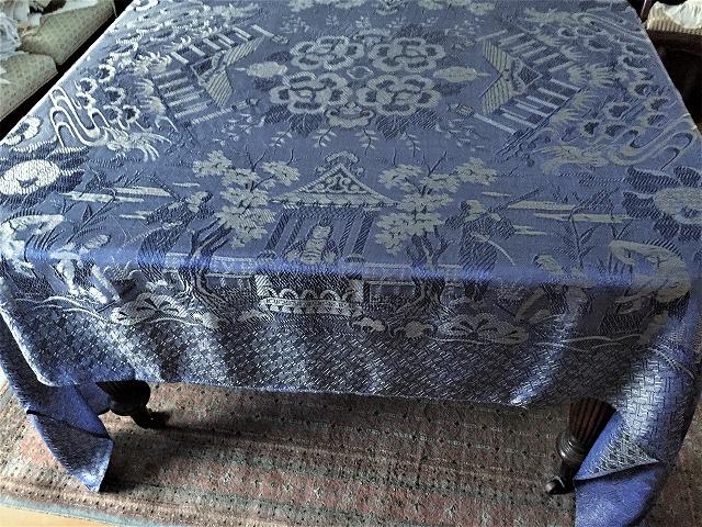 ブルー織模様のテーブルクロス、またはベッドカバー316_f0112550_03053377.jpg