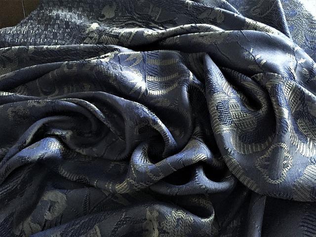 ブルー織模様のテーブルクロス、またはベッドカバー316_f0112550_03072340.jpg
