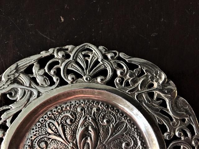 レリーフ透かし彫り縁のシルバープレート小プレート169_f0112550_03104704.jpg