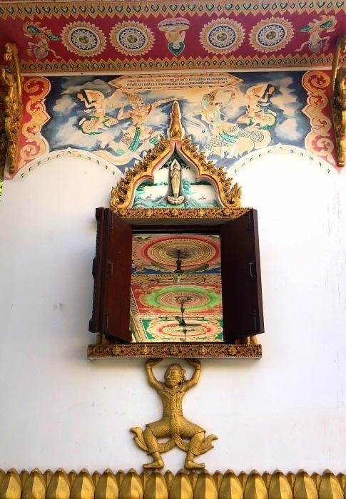 ラオスの旅 9  タート・ルアン南寺院その2_a0092659_18380218.jpg
