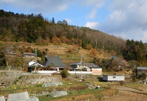 棚田に囲まれた百姓家で蕎麦を喰う_b0102572_09373885.jpg