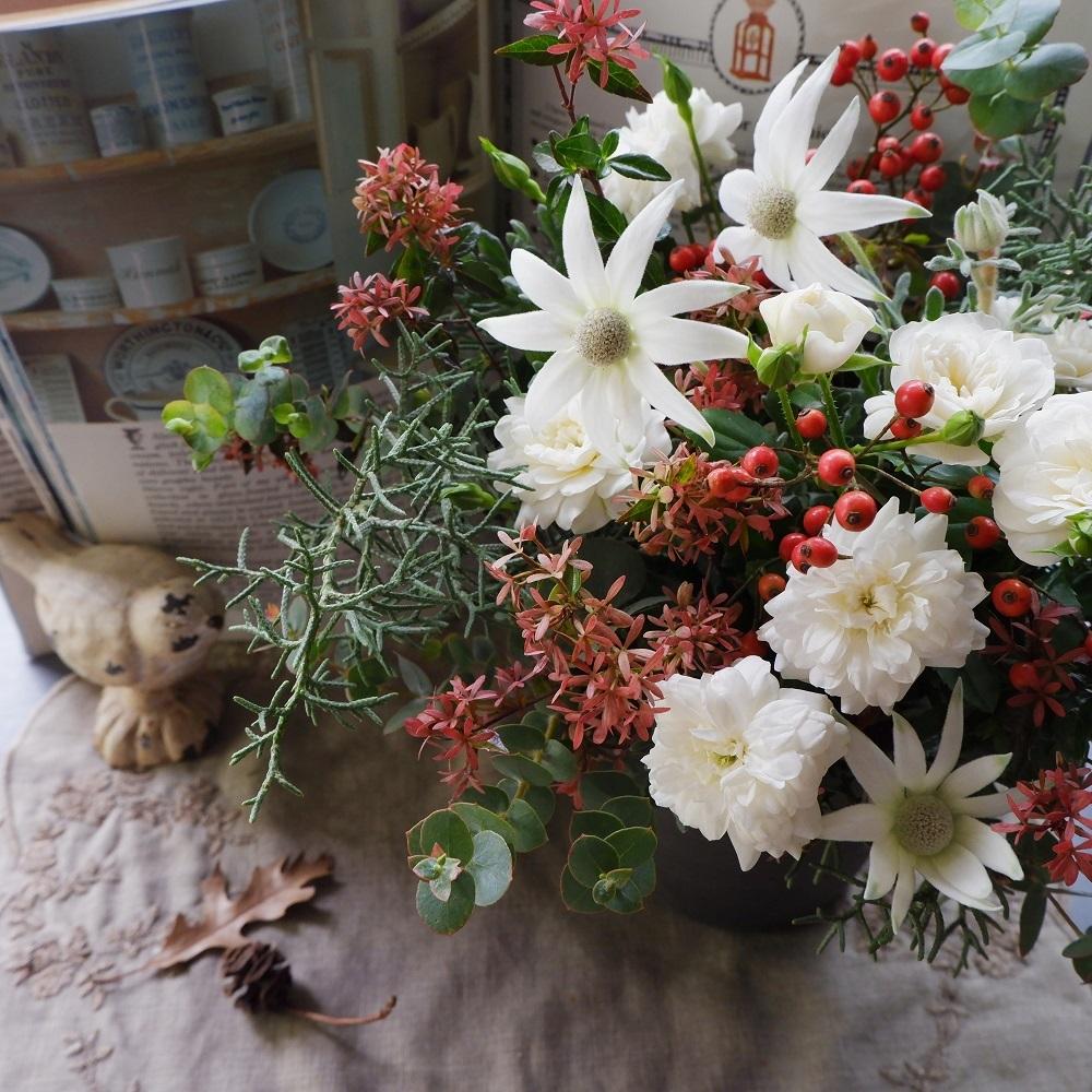 オークリーフ(クリスマスの小ぶりなアレンジメント)_f0049672_11504521.jpg