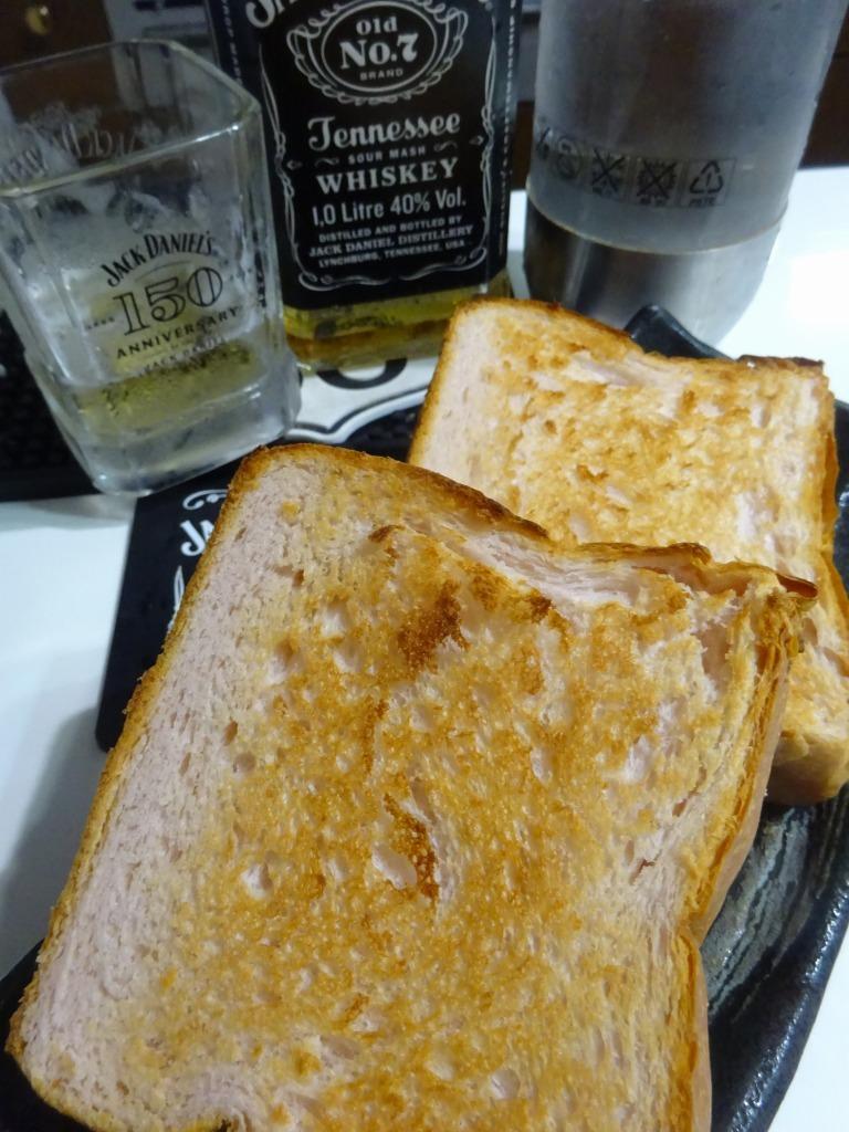 高級食パン専門店「一期一会」苺パン_d0061678_18140747.jpg