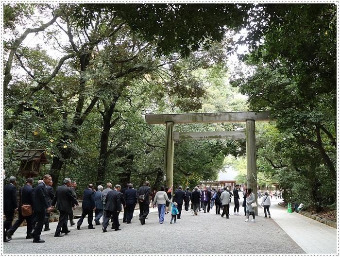 愛知県(名古屋周辺)でのお出かけ その3 意外と近くにあったのに、初めての熱田神宮 (11月28日)_b0175688_00022184.jpg