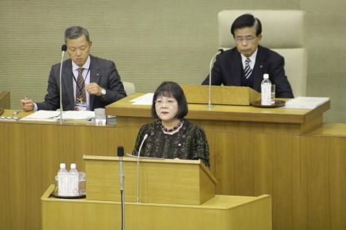 第4回定例市議会 中道浪子議員は共産党市議団を代表して、議会に上程された26議案の内4議案について反対討論をしました。_e0258493_14564734.jpg