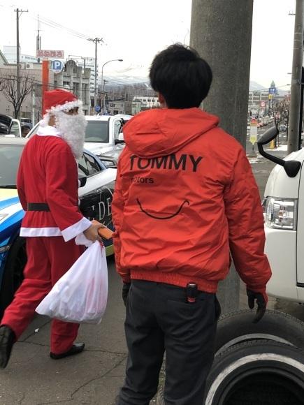 メリークリスマス(^^♪TOMMYサンタも出動!!!G社様 納車(^^)/ エスカレード、ハマー、ハイエース_b0127002_17555065.jpg