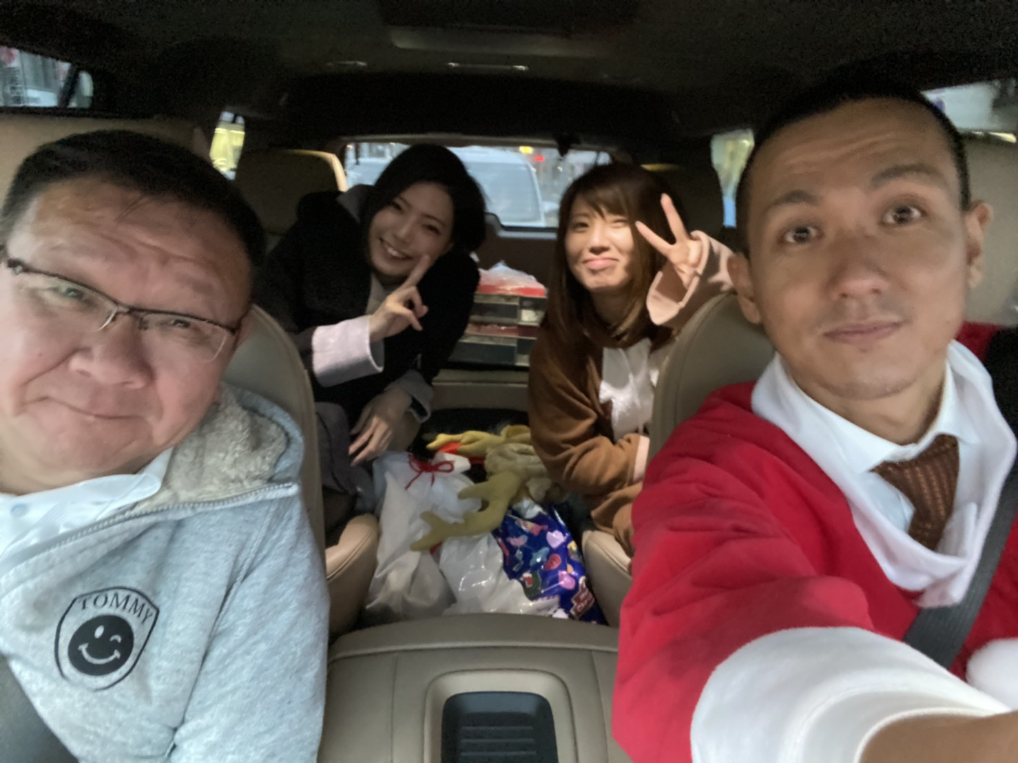 メリークリスマス(^^♪TOMMYサンタも出動!!!G社様 納車(^^)/ エスカレード、ハマー、ハイエース_b0127002_18044452.jpg