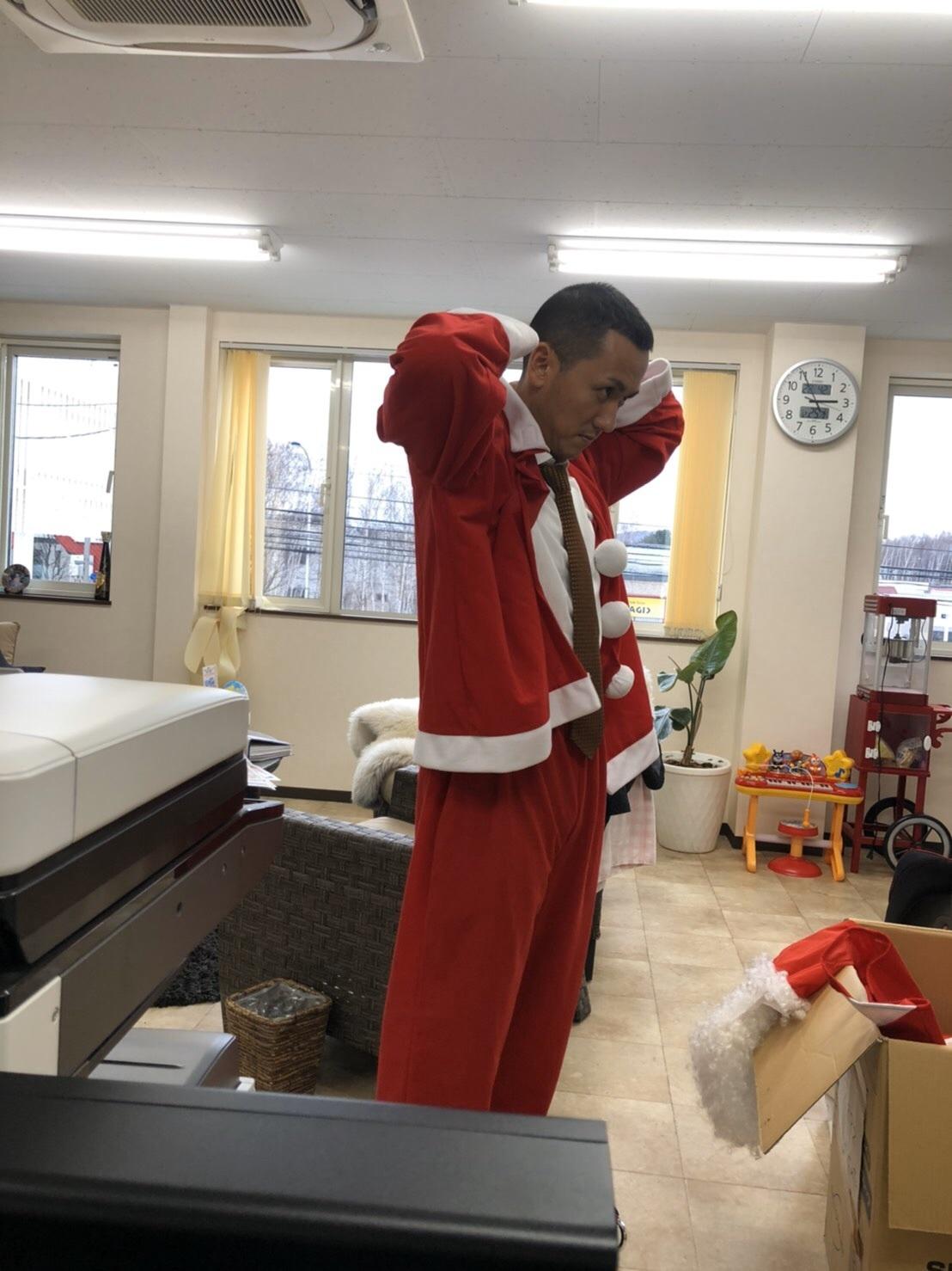 メリークリスマス(^^♪TOMMYサンタも出動!!!G社様 納車(^^)/ エスカレード、ハマー、ハイエース_b0127002_18100315.jpg