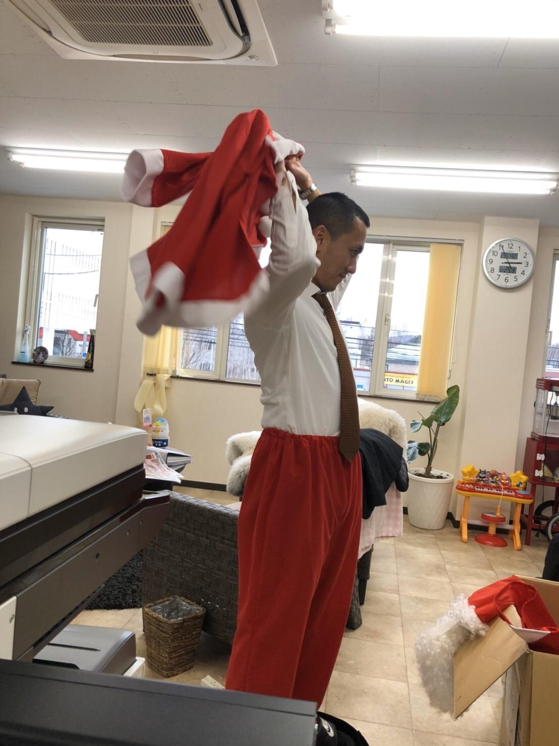 メリークリスマス(^^♪TOMMYサンタも出動!!!G社様 納車(^^)/ エスカレード、ハマー、ハイエース_b0127002_18100374.jpg