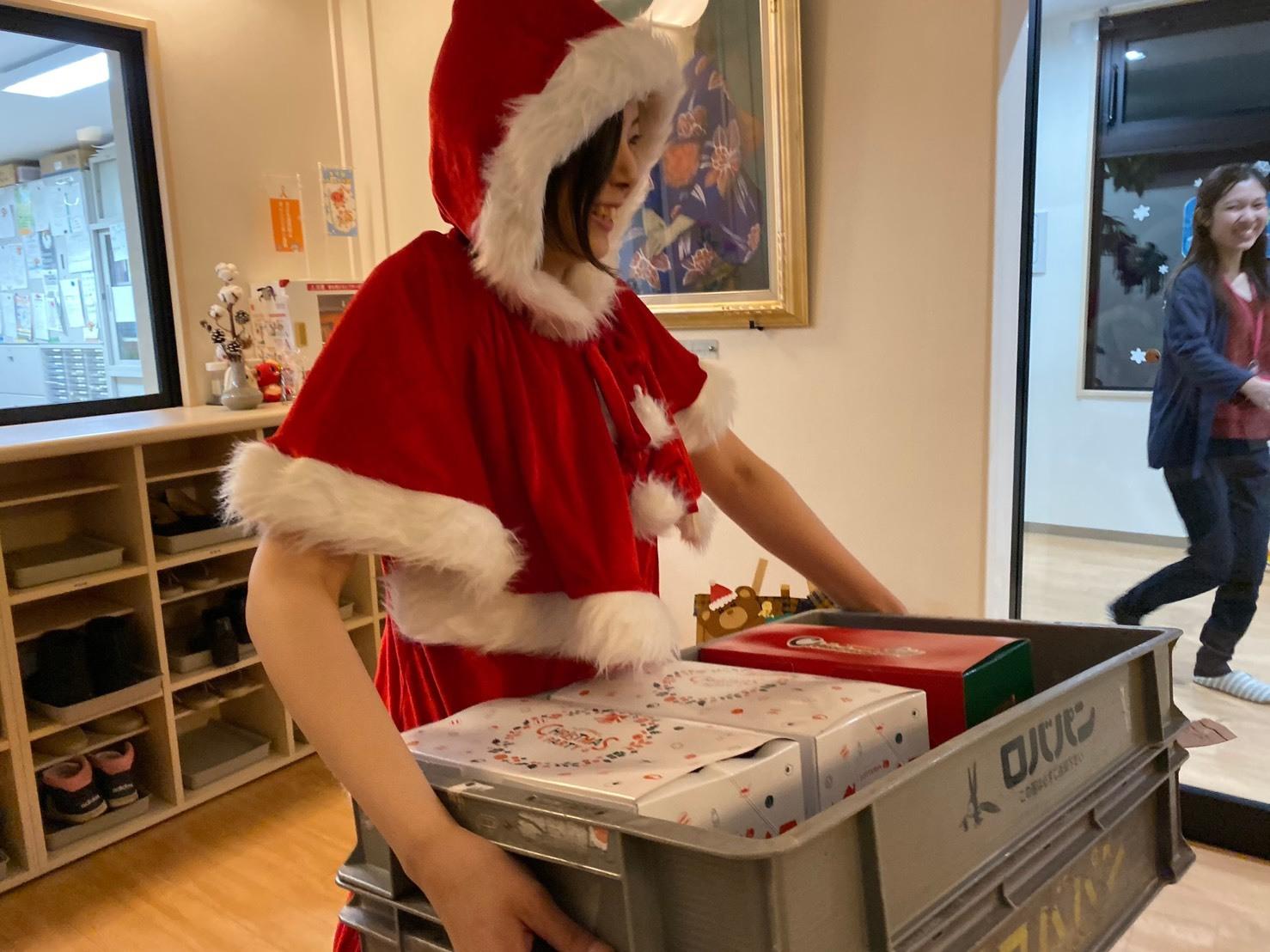 メリークリスマス(^^♪TOMMYサンタも出動!!!G社様 納車(^^)/ エスカレード、ハマー、ハイエース_b0127002_18192276.jpg
