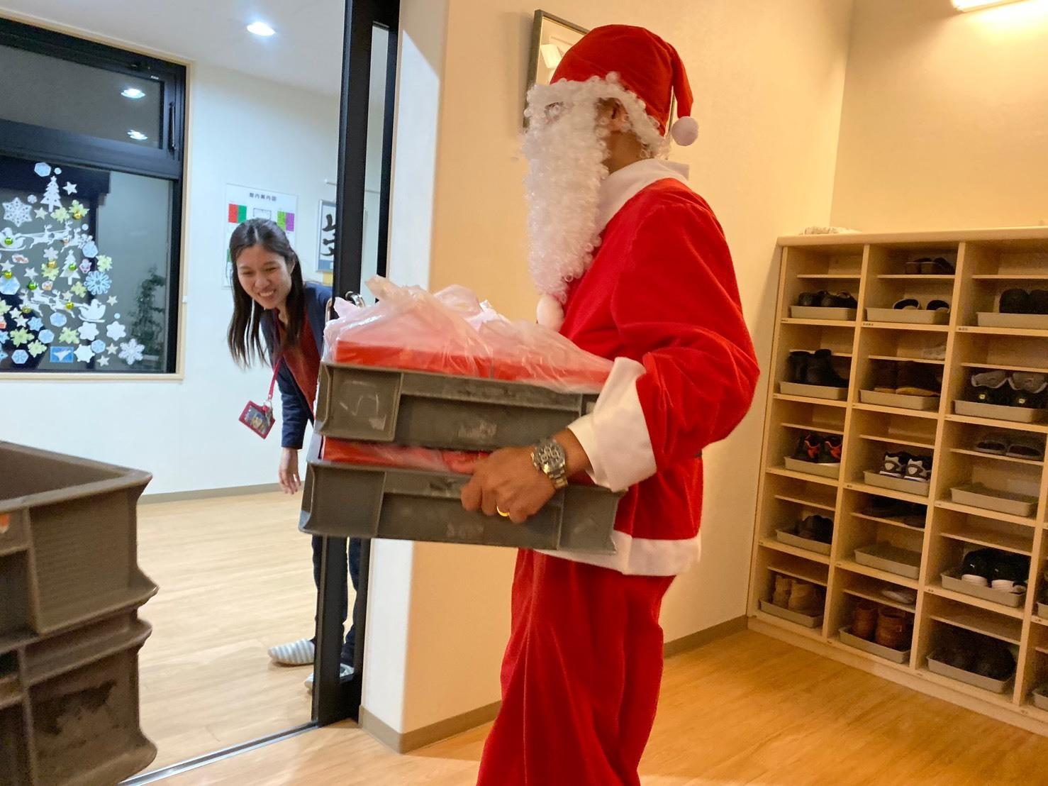 メリークリスマス(^^♪TOMMYサンタも出動!!!G社様 納車(^^)/ エスカレード、ハマー、ハイエース_b0127002_18192287.jpg