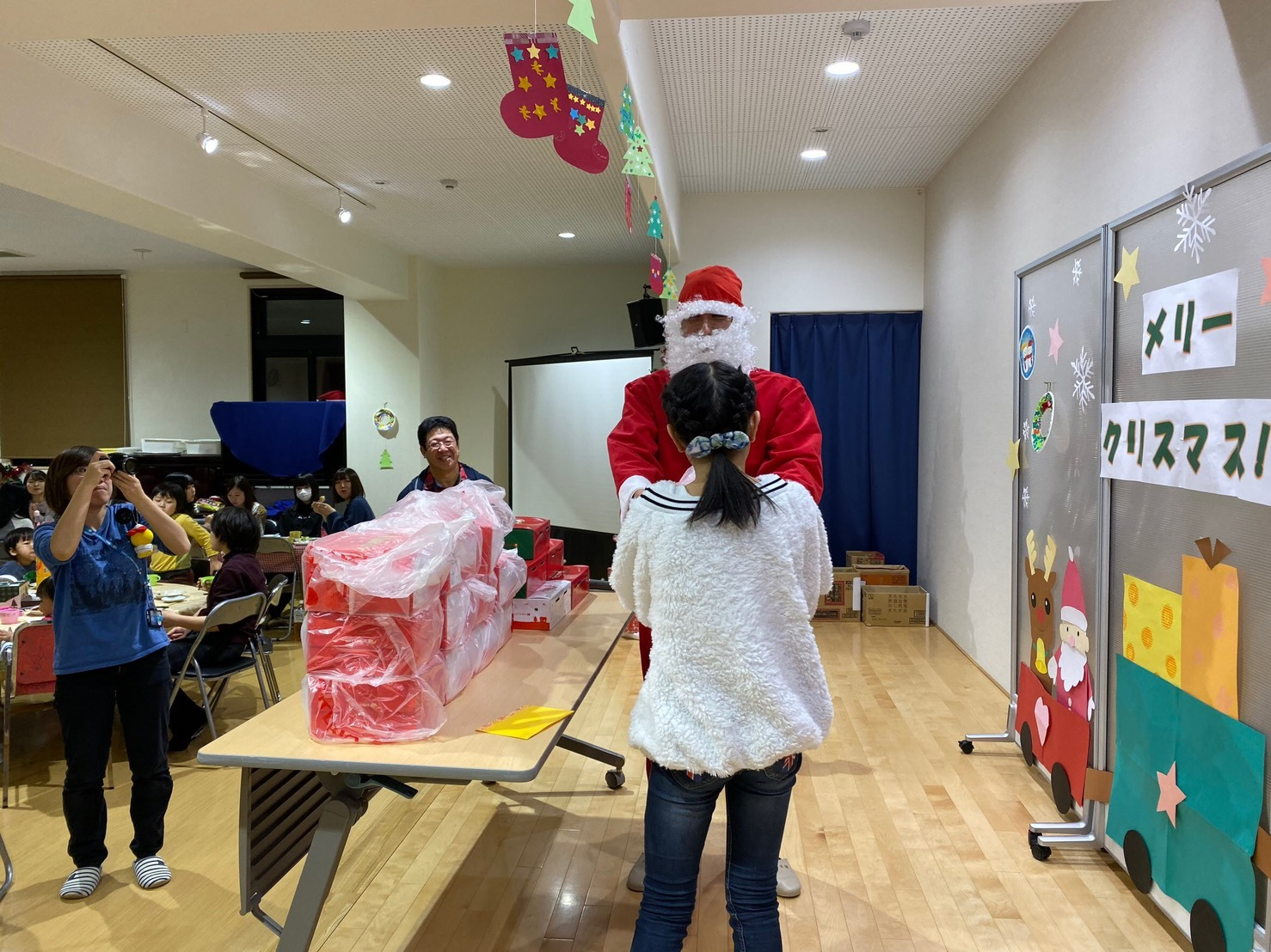 メリークリスマス(^^♪TOMMYサンタも出動!!!G社様 納車(^^)/ エスカレード、ハマー、ハイエース_b0127002_18192290.jpg