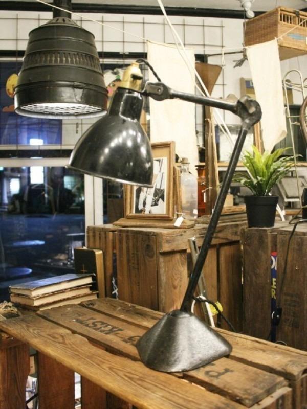 令和最初のヨーロッパ買い付け後記21 ヴァイセンホーフジードルングへ!! 入荷コルビジェも愛したGRASのランプ。超レア物あり。_f0180307_02432047.jpg