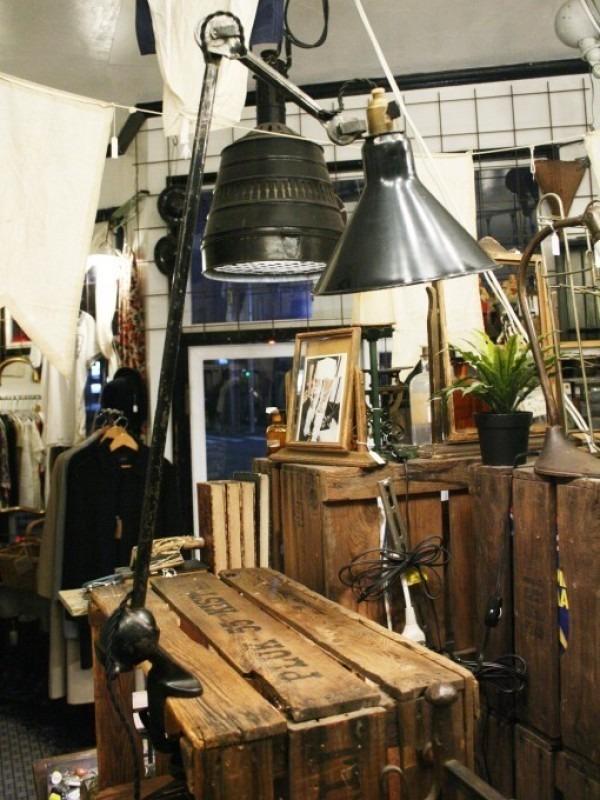 令和最初のヨーロッパ買い付け後記21 ヴァイセンホーフジードルングへ!! 入荷コルビジェも愛したGRASのランプ。超レア物あり。_f0180307_02584349.jpg