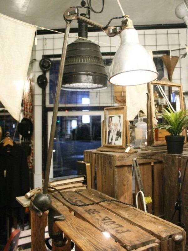 令和最初のヨーロッパ買い付け後記21 ヴァイセンホーフジードルングへ!! 入荷コルビジェも愛したGRASのランプ。超レア物あり。_f0180307_03074654.jpg