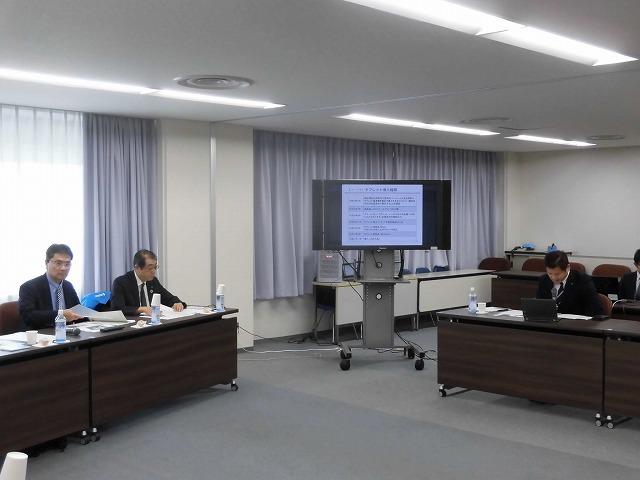 富士市議会として何を目的とするタブレット導入か? 県内導入先進市である袋井・藤枝両市議会の取組みを視察_f0141310_08245389.jpg