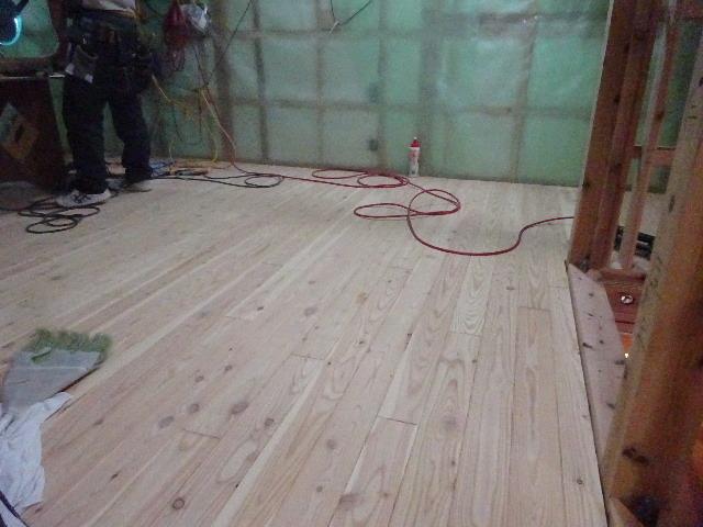 仙北町の家 大工工事が進行中です!_f0105112_04124052.jpg