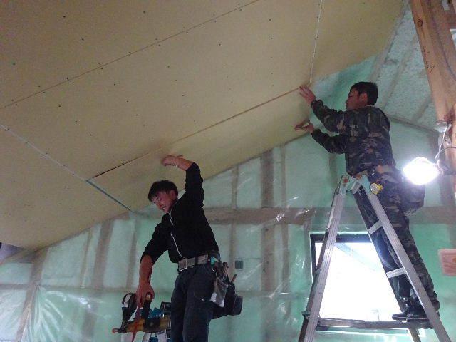 仙北町の家 大工工事が進行中です!_f0105112_04124069.jpg