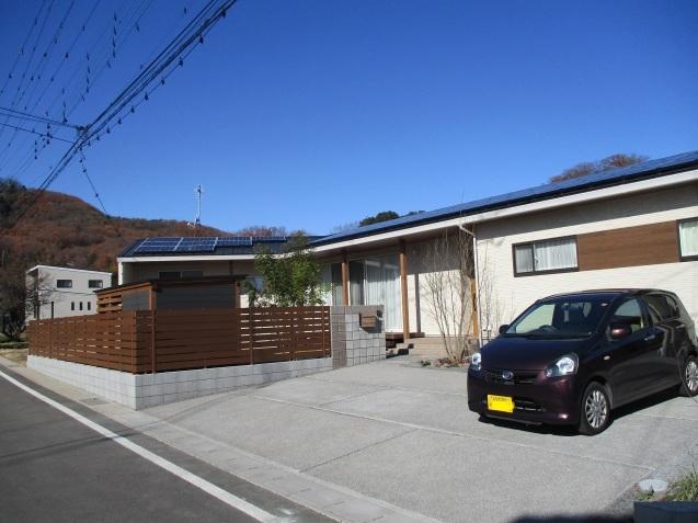 太田市で土間コンクリート洗い出し、物置工事が素敵に完成!_e0361918_12585388.jpg