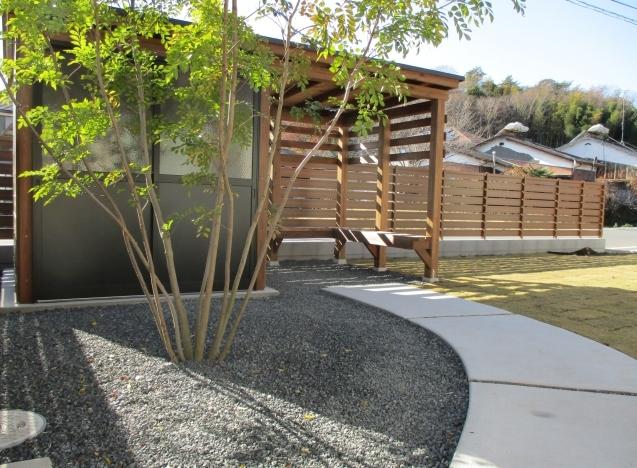 太田市で土間コンクリート洗い出し、物置工事が素敵に完成!_e0361918_12593538.jpg