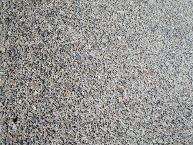 太田市で土間コンクリート洗い出し、物置工事が素敵に完成!_e0361918_13000357.jpg