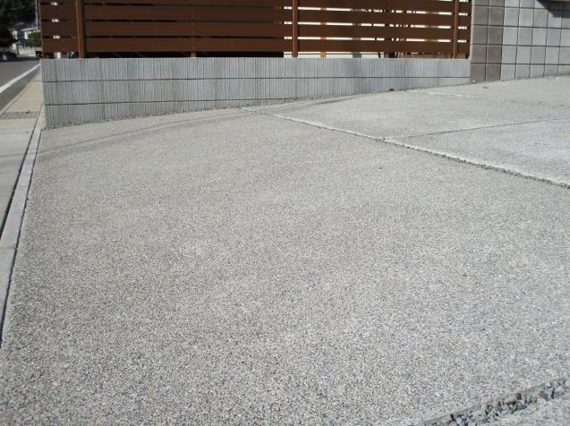 太田市で土間コンクリート洗い出し、物置工事が素敵に完成!_e0361918_13001756.jpg