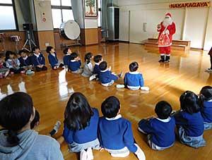 幼稚園にも…!?_e0325335_15531168.jpg