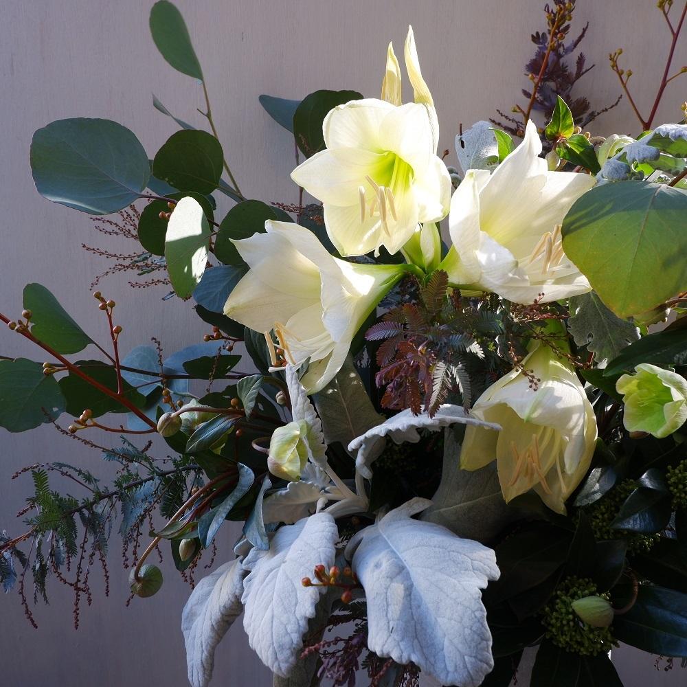 オークリーフ(クリスマスローズとアマリリスのアレンジメント)_f0049672_10461213.jpg