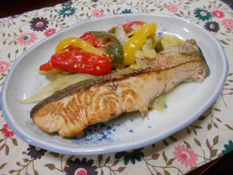 鮭と野菜のフライパン蒸し&おでん_f0019498_17100170.jpg
