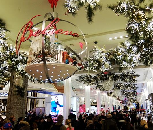 ホリデーシーズン、Macy\'s店内のストーリーは、「Home For Holidays」_b0007805_07411725.jpg