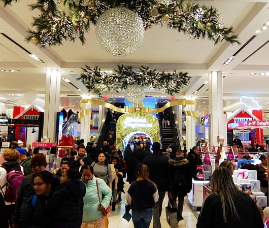ホリデーシーズン、Macy\'s店内のストーリーは、「Home For Holidays」_b0007805_08043763.jpg