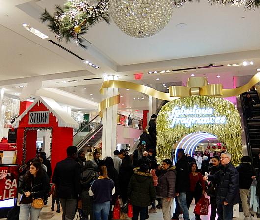 ホリデーシーズン、Macy\'s店内のストーリーは、「Home For Holidays」_b0007805_08074078.jpg