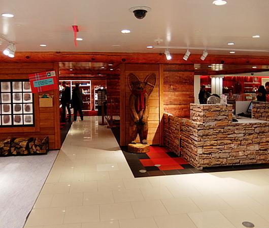 今回のストーリー、David Stark Designが店内デザインを担当_b0007805_11540895.jpg