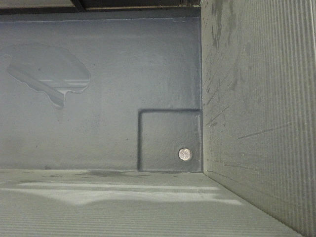 アパートの外装改修工事が進行中です。_f0105112_04183782.jpg