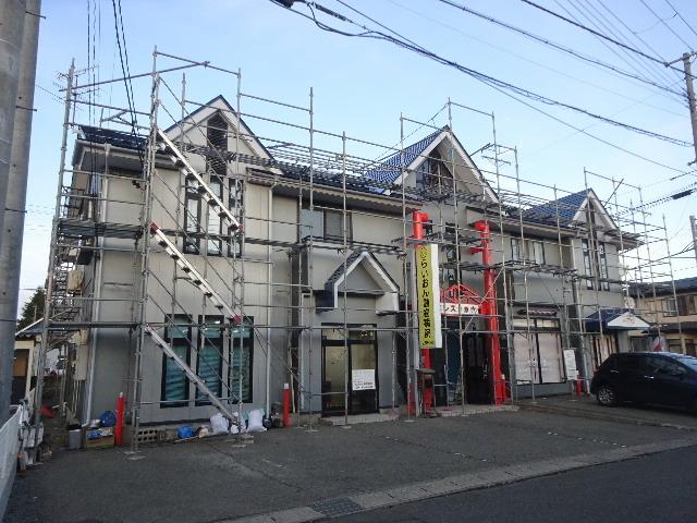 アパートの外装改修工事が進行中です。_f0105112_04235425.jpg