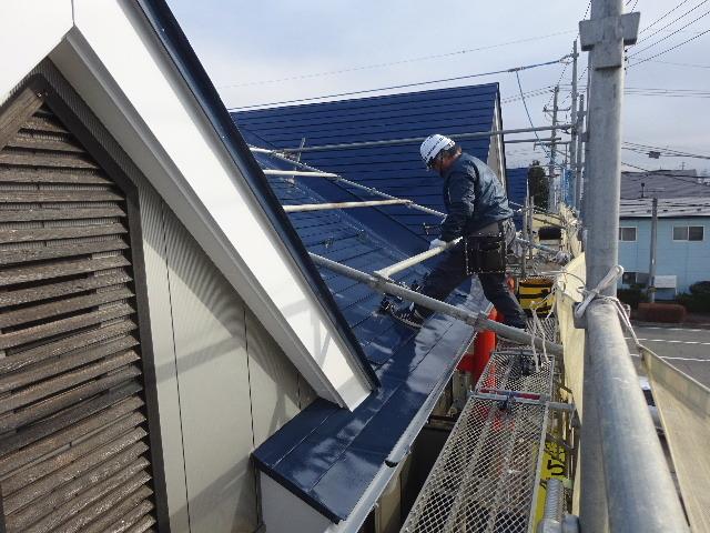 アパートの外装改修工事が進行中です。_f0105112_04235449.jpg