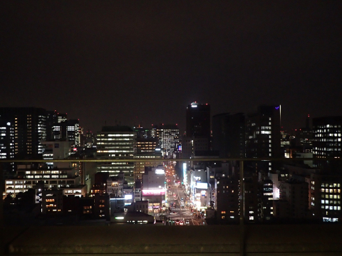 見慣れているはずの夜景を、いつもと違う角度から_c0193735_23420646.jpg