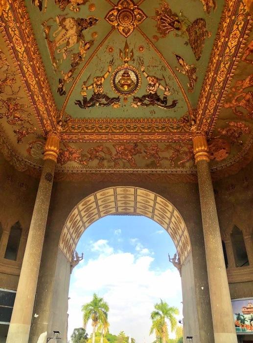 ラオスの旅 10 パリの凱旋門を模したパトゥーサイ_a0092659_19580174.jpg