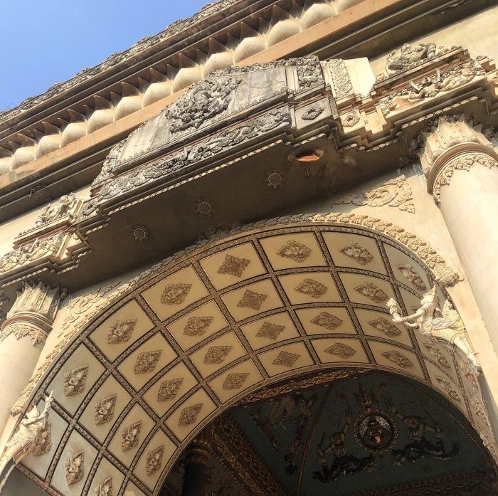 ラオスの旅 10 パリの凱旋門を模したパトゥーサイ_a0092659_19581458.jpg