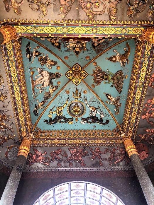 ラオスの旅 10 パリの凱旋門を模したパトゥーサイ_a0092659_20025401.jpg