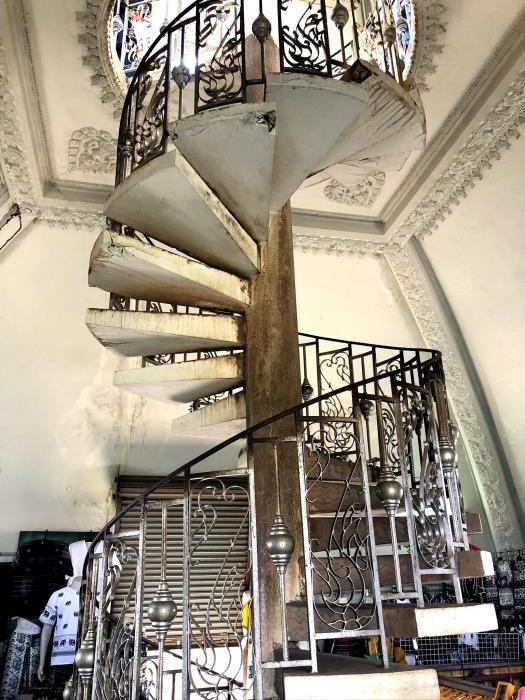ラオスの旅 10 パリの凱旋門を模したパトゥーサイ_a0092659_20083241.jpg