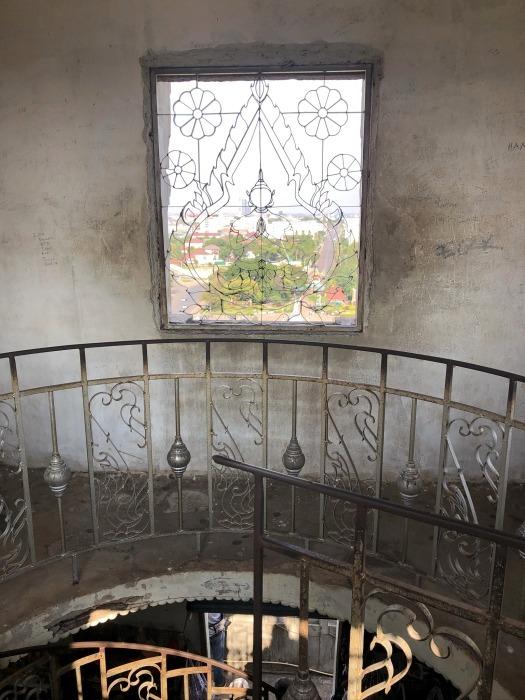 ラオスの旅 10 パリの凱旋門を模したパトゥーサイ_a0092659_20252164.jpg